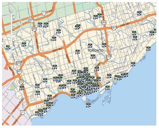 Mapa com a distribuição dos mais de 150 edifícios, em várias regiões da cidade (com a maior concentração no Centro de Toronto). Clique para ampliar